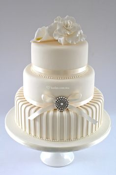 Melodycakes: Designing Your Own Wedding Cake - Things To Know within Design Your Own Wedding Cake - Cake Design Ideas Funny Wedding Cakes, Wedding Cakes With Cupcakes, White Wedding Cakes, Elegant Wedding Cakes, Elegant Cakes, Beautiful Wedding Cakes, Gorgeous Cakes, Wedding Cake Designs, Pretty Cakes