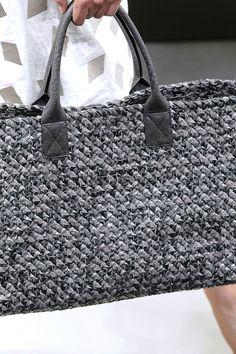 Ideas For Knitting Bag Tutorial Handbags Michael Kors Handbags Michael Kors, Tote Handbags, Purses And Handbags, Crochet Handbags, Crochet Purses, Crochet Bags, Diy Sac, Basket Bag, Knitted Bags