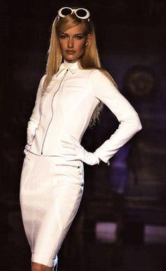 Karen Mulder for Atelier Versace Couture Runway Show 1995/96