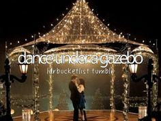 Dançar em um gazebo