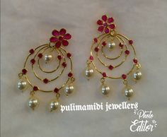 Saved by radha reddy garisa Jewelry Design Earrings, Gold Earrings Designs, Gold Jewellery Design, Jewellery Box, Ring Designs, Pendant Jewelry, Jewelry Sets, Indian Wedding Jewelry, Bridal Jewelry