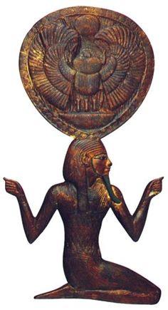 Tapa de caja de espejo de Tutankhamón. Foto en/Cover Tutankhamun mirror box. Photo on T.G. HENRY JAMES,