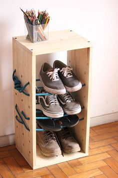 Design a Shelf For Your Storage Needs with Rope Supports Diy Shoe Rack, Shoe Storage, Shoe Shelves, Shelving, Cool Furniture, Furniture Design, Diy Regal, Bois Diy, Interior Decorating Tips