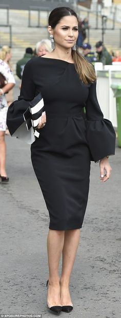 Revellers descend on Liverpools Aintree racecourse - Black Dresses - Ideas of Black Dresses - Voluminous cuffs added interest to a woman's chic ensemble Day Dresses, Cute Dresses, Evening Dresses, Short Dresses, Sleeve Dresses, Mode Chic, Mode Style, Elegant Dresses, Beautiful Dresses