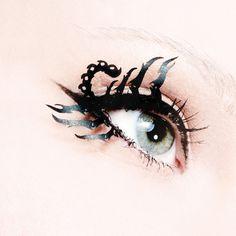 Brow Henna Brows - Augenbrauen Make-up, Augenbrauenfarbe & Mehr Scorpio Eyes, Scorpio Art, Scorpio Woman, Scorpio Horoscope, Horoscopes, Henna Brows, Quirky Gifts, Fake Eyelashes, Costume Makeup