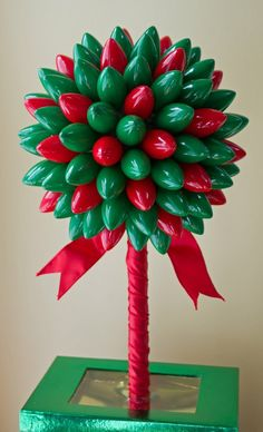 These DIY Holiday Decorations are super cute and so easy to make! They make great Christmas projects for kids and this easy holiday decor will create a festive and cheerful home to celebrate the holiday! Noel Christmas, Primitive Christmas, Winter Christmas, Christmas Lights, Christmas Wreaths, Christmas Topiary, Crochet Christmas, Holiday Lights, Christmas Ornaments