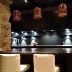 Black kitchen - vintage interiors - dark cabinets - rustic interior - exposed brickwall - kitchenisland - kitchendesign - schmidt kitchen