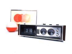 vintage 60s 70s panasonic national rc-7469 flip clock radio am/fm/afc alarm snooze wood woodgrain mid century modern retro sleek electronics by RecycleBuyVintage on Etsy