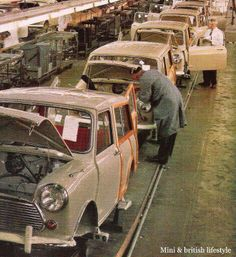Morris Mini Clubman Travelers, on the assembly line in England. Mini Countryman, Mini Clubman, Mini Coopers, Classic Mini, Classic Cars, Red Mini Cooper, Mini Morris, Assembly Line, Morris Minor