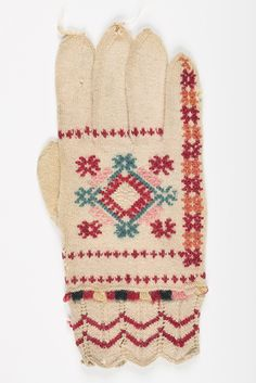 An ethnic Estonian glove from the museums, pattern inspiration Knit Mittens, Mitten Gloves, Knitting Needles, Fingerless Gloves, Free Pattern, Sewing, Crochet, Shawls, Inspiration