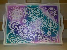 Aprende cómo hacer stencil de forma casera para decorar ~ Haz Manualidades Mosaic Tray, Mandala, Food Trays, Painting On Wood, Art Pictures, Painted Furniture, Stencils, Diy And Crafts, Coasters