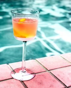 Sunny days are perfect to sip a cocktail by the pool. Maybe you need a little break. We run daily fastboats from Bali (Serangan & Padang Bai) to the tropical Gili Islands Lombok and Nusa Lembongan! Alcoholic Drinks Menu, Whiskey Drinks, Scotch Whiskey, Drink Menu, Cocktail Drinks, Irish Whiskey, Party Drinks, Fun Drinks, Crown Drink