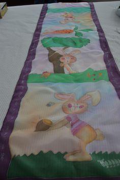 Fular de seda con motivos infantiles