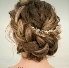 Love the braiding in this style, soft and romantic wedding hair.