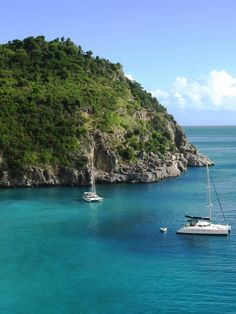 St. Barths Honeymoon: Weather and Travel Guide | Photo by: Shutterstock | TheKnot.com