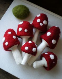 needlefelted mushrooms...by Lilfishstudios