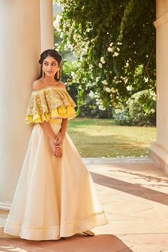 Call/Whatsapp: 7802885280 Kinas Designer present this fully custom made in We are offering fully Hand Made, Zardosi Work bridal collection at the best price. Buy this latest Bridal Lehenga Choli collection at Indian Gowns Dresses, Indian Fashion Dresses, Dress Indian Style, Indian Designer Outfits, Designer Dresses, Pakistani Dresses, Fashion Outfits, Indian Bridal Outfits, Lehenga Designs