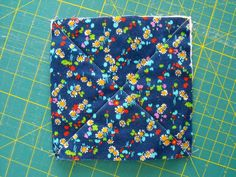 Learn how to make a rag quilt with this step-by-step tutorial that& perfect for beginner quilters or more advanced quilters looking for a quick project. Strip Rag Quilts, Baby Rag Quilts, Boy Quilts, Patch Quilt, Quilt Blocks, Scrappy Quilts, Quilting Blogs, Quilting Tutorials, Quilting Projects