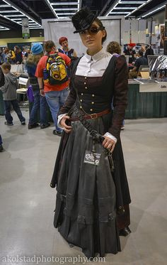 Shared by Steampunk Tendencies. Find images and videos about fashion, steampunk and steampunk girl on We Heart It - the app to get lost in what you love. Style Steampunk, Steampunk Couture, Steampunk Cosplay, Steampunk Design, Victorian Steampunk, Steampunk Clothing, Steampunk Fashion, Victorian Fashion, Gothic