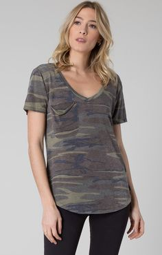 This ultra-soft women's camo shirt allows you to create a comfortable yet stylish look. This comfortable camo shirt will turn heads no matter where you go. Camo Tee Shirts, Summer Outfits, Cute Outfits, Chunky Knit Cardigan, Casual Looks, T Shirts For Women, My Style, Instagram, Tees