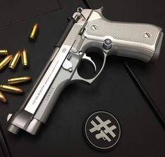 ▂▂▂▂▂▂▂▂▂▂▂▂▂▂▂▂▂▂▂▂▂▂ 📸 ・・・ Hit em' with the Weapons Guns, Guns And Ammo, Best Handguns, Beretta 92, Armas Ninja, 9mm Pistol, Shooting Guns, Custom Guns, Military Guns