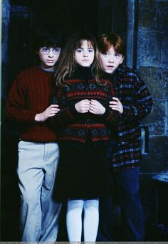 I love the way the chosen one hides behind Hermoine