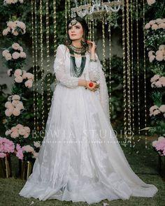 Nikkah Dress, Pakistani Formal Dresses, Pakistani Dress Design, Pakistani Bridal, Latest Bridal Dresses, Wedding Dresses, Wedding Vows, Bride Poses, Embroidery Suits Design