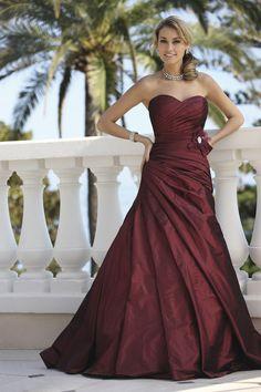 929 - Gekleurde bruidsmode - Bruidscollecties - Bruidshuis Diana