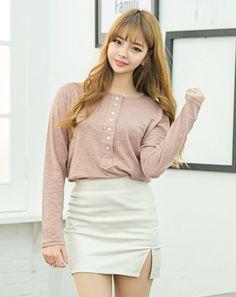 예뻐졌다, 매일 듣고싶었던 말, 아 루 키 ♡ Korean Online Shopping, Korean Women, Korean Fashion, Fashion Women, Leather Skirt, Mini Skirts, K Fashion, Women's Work Fashion, Leather Skirts