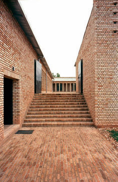 Clay brick education centre in Rwanda by Dominikus Stark Architekten Clay brick education center in Rwanda by Dominikus Stark Architekten Brick Architecture, Education Architecture, Minimalist Architecture, Contemporary Architecture, Architecture Details, Interior Architecture, Design Exterior, Brick Design, Brick Detail