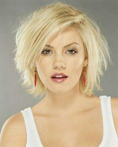 coiffures courtes couleur blond, levres roses, yeux gris bleus