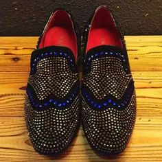 A sparkling pair of slip on shoes Loafer Slippers, Mens Slippers, Slip On Shoes, Men's Shoes, Dress Shoes, Elite Fashion, Rhinestone Shoes, Driving Moccasins, Ballerina Shoes