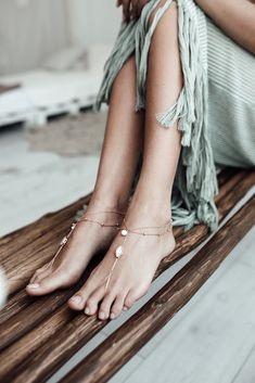 Bring some elegance and sparkle to your beach wedding. Luxurious KAEL Swarovski crystal bridal sandals are effortlessly romantic and super stylish. Bridal Sandals, Boho Sandals, Bare Foot Sandals, Stylish Jewelry, I Love Jewelry, Fine Jewelry, Boho Jewelry, Handmade Jewelry, Rose Gold Anklet