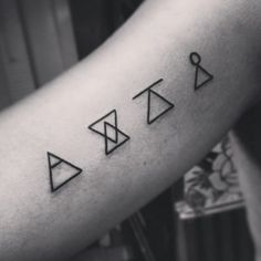 Elephant tattoo, Alzheimer's, heart, black and white, white eye - Tattoo for Ideas Small Symbol Tattoos, Small Foot Tattoos, Small Tattoo Placement, Small Finger Tattoos, Small Tattoos For Guys, Symbolic Tattoos, Fake Tattoo, New Tattoos, Cool Tattoos With Meaning