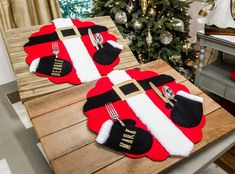 Festive DIY Santa Placemats made by Orly Shani! Don't miss Home & Family weekdays at on Hallmark Channel Christmas Placemats, Diy Christmas Gifts, All Things Christmas, Christmas Home, Christmas Holidays, Home And Family Crafts, Home And Family Hallmark, Thanksgiving Decorations, Christmas Decorations