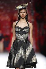 Francis Montesinos exhibe sus propuestas para primavera-verano 2016 sobre la pasarela de Mercedes-Benz Fashion Week Madrid - Ediciones Sibila (Prensapiel, PuntoModa y Textil y Moda)