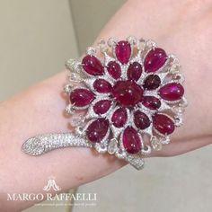 Playing in red with @boghossianjewels rubies ❤ Credit: www.margoraffaelli.com #margolovesboghossian #margolovesrubies