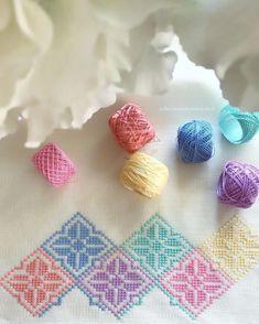Burcu'nun Kanaviçeleri, simple design in pretty pastels. Cross Stitch Pillow, Cross Stitch Borders, Cross Stitch Flowers, Cross Stitch Designs, Cross Stitching, Cross Stitch Patterns, Flower Embroidery Designs, Silk Ribbon Embroidery, Diy Embroidery