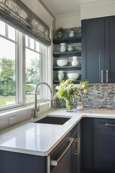 22 Best Farmhouse Kitchen Decor and Design Ideas to Fuel your Remodel. This Old House Kitchen Design Classic Kitchen, Farmhouse Style Kitchen, Modern Farmhouse Kitchens, Home Decor Kitchen, Rustic Kitchen, Diy Kitchen, Kitchen Cabinets, Kitchen Ideas, Stylish Kitchen