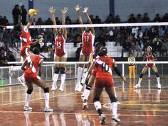 Un alerta de altura para las cubanas: El equipo femenino de voleibol cumple desde hace varias semanas una base de entrenamiento en condiciones de altura en la localidad andina de Caraz, ubicada a más de 2000 metros sobre el nivel del mar