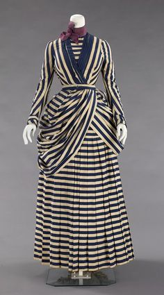 For real, a tennis dress? Tennis dress ca. via The Costume Institute of the Metropolitan Museum of Art 1880s Fashion, Edwardian Fashion, Vintage Fashion, Vintage Gowns, Mode Vintage, Vintage Outfits, Vintage Hats, Antique Clothing, Historical Clothing