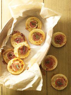 Minipizza met geitenkaas, vijg en rozemarijn http://dlhz.be/1fYO0dm