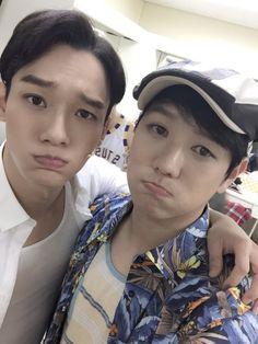 "Chen - 151118 Musical Actor Jung Wonyoung's twitter update: ""종대야 안녕 첸베니~~~~~"" Translation: ""Jongdae-ya, goodbye ChenBenny~~~~~"" Credit: minstrel00."