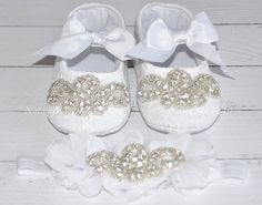 Set White crib shoes and headband. Silver plated Crystal Baby Girl shoes and Headband. Come with gift box. Made to your order.  Perfect for Baptism, Wedding, Christening, gift for Shower party or any Special accession. Adorable White baby girl shoes and headband. Soft and delicate in texture for your little girl.  Set include: White Crib Shoes - made from White cotton fabric ( inside is blend fabrics) and decorated with beautiful Silver plated crystal embellishment with crystal clear…
