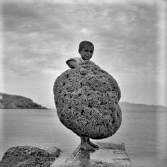 Kalymnos - Hunge sponge Benaki Museum, Greece History, Greek Gifts, Retro Photography, Greek Art, Famous Photographers, Athens Greece, Buy Prints, Photo Archive