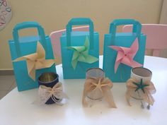 Αναμνηστικα Preschool, Gift Wrapping, Crafts, Gift Wrapping Paper, Manualidades, Kid Garden, Wrapping Gifts, Kindergarten, Handmade Crafts