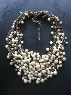 statement piece - pearl necklace