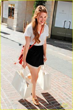 Holland Roden Shops The Grove: Photo Holland Roden picks up a few goodies while out at The Grove in Los Angeles on Saturday afternoon (June The Teen Wolf starlet stopped by Crate & Barrel… Lydia Martin Outfits, Lydia Martin Style, Teen Wolf, Cute Celebrities, Celebs, Lydia Banshee, Celebrity Style, Cool Outfits, Style Inspiration