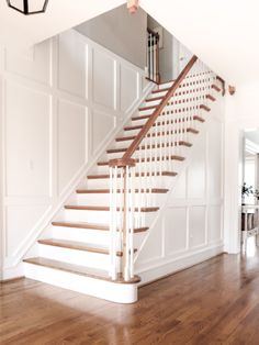 Entryway Molding – How I Added Wall Trim Myself! – Stefana Silber Entryway Molding – How I Added Wall Trim Myself! Staircase Molding, Stairs Trim, Staircase Wall Decor, Staircase Remodel, Staircase Makeover, Wall Molding, House Stairs, Staircase Design, Stairway Wainscoting