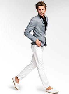 Americana gris + pantalón blanco